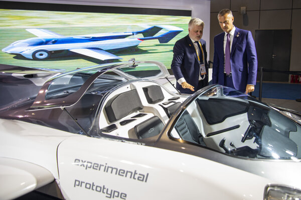 The Slovak flying car, designed by the Klein Vision firm, impresses Chinese investors at the 2019 China International Import Expo in Shanghai