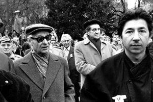 Alexander Dubcek (left) and Jan Budaj among the protesting crowd.