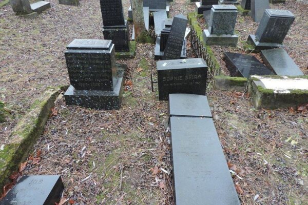 Police in the Žilina Region identified vandals behind the act resulting in the December 2019 damage of 20 gravestones in a Rajec Jewish cemetery on January 17, 2020