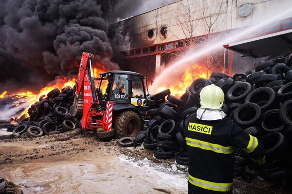 Blaze engulfs tyre warehouse in the town of Šurany in the Nitra Region on January 27, 2020