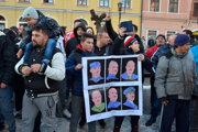 Roma protesting against ĽSNS in Levoča