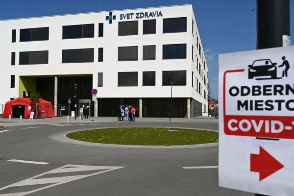 Several medical workers from the Michalovce hospital tested positive for the coronavirus.