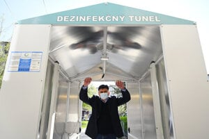 Partizánske mayor passes through the disinfection gate that the local retirement home received as a gift.