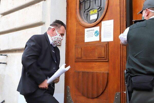 Juraj Kožuch arrives to court.