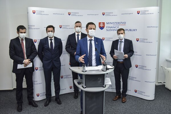 Finance Minister Eduard Heger and his colleagues of the Institute for Financial Policy present Slovakia's latest macroeconomic forest on June 23, 2020.