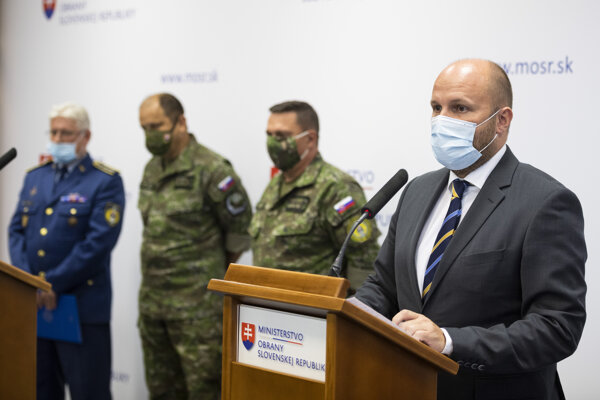 Defence Minister Jaroslav Naď presenting conclusions of the investigation.