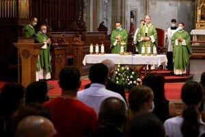 A mass was held in St Martin's Cathedral in Bratislava to pay tribute to the Roma Holocaust victims.