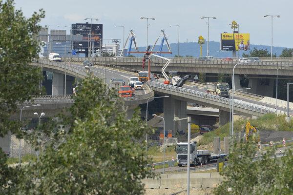 The works on Prístavný Most bridge.