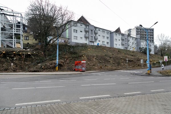 Drotárska Cesta street without the trees.