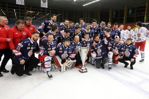WEEK 12: HKM Zvolen ice-hockey players won the Dušan Pašek Cup on March 21, 2021, which is awarded to the league regular season champion.