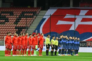 The teams of Russia (in red) and Slovakia (in blue) before the March 31 FIFA World Cup 2022 qualifier match.