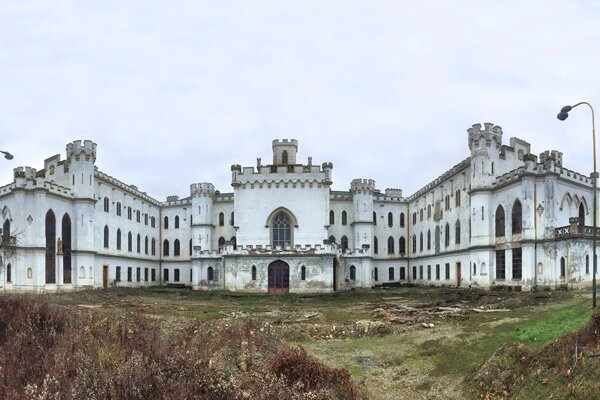 Manor house in Rusovce still waits for its better times.