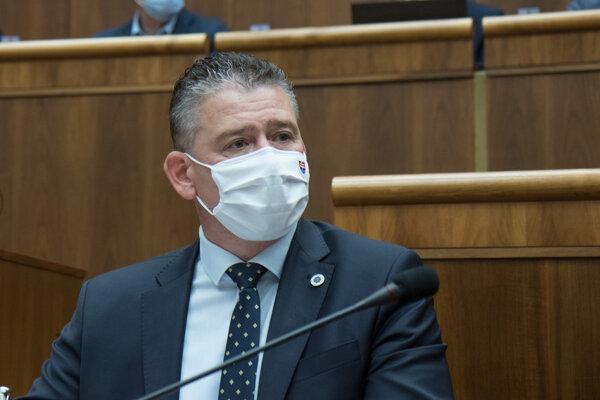 Interior Minister Roman Mikulec in the parliament