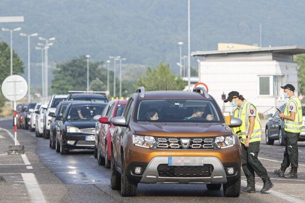 Police checked the Petržalka-Berg border crossing on June 28, 2021.