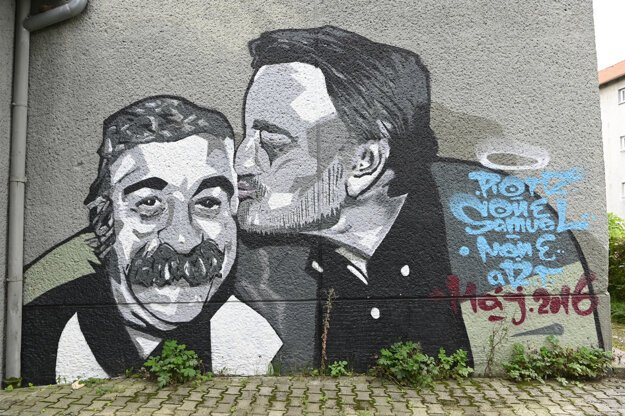 Slovak actor Milan Lasica (right), portrayed on a wall in Prievidza alongside his friend and colleague Július Satinský, passed away at the age of 81 on July 18, 2021.