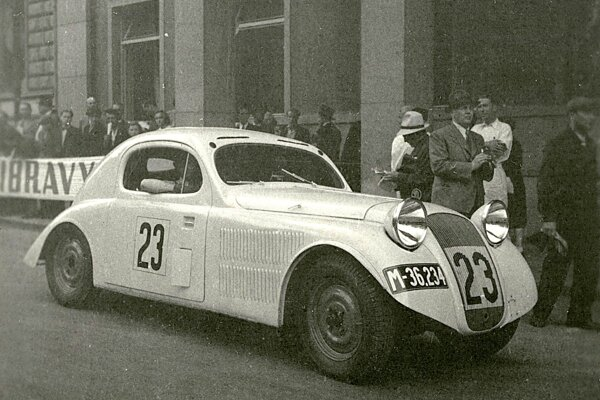 The ŠKODA RAPID Six aerodynamic coupe with a modified 637 six-cylinder drove up to 130 km / h.