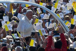 Pope Francis the crowd in Prešov.