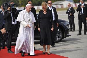 Pope Francis and President Zuzana Čaputová at the airport.