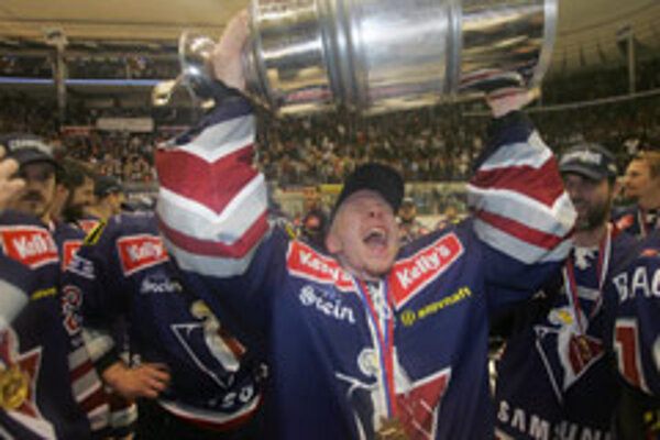 Bratislava's Slovan ice-hockey team repelled a final attack by HC Košice to win the Extra-League Championship.