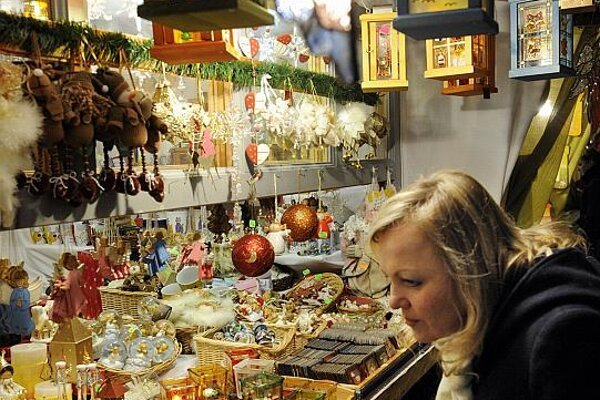 The Christmas market offers ideas for presents.