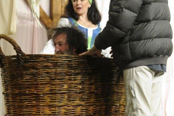 Bolek Polívka as John Falstaff, Eva Režnarová as Mrs Ford and the play's director, Jiří Menzel, at a rehearsal of The Merry Wives of Windsor.