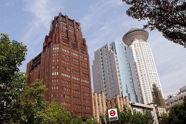 Park Hotel (left), by Ladislav Hudec.