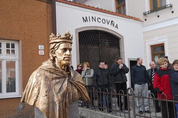 The bust of Robert of Anjou outside Kremnica Mint.
