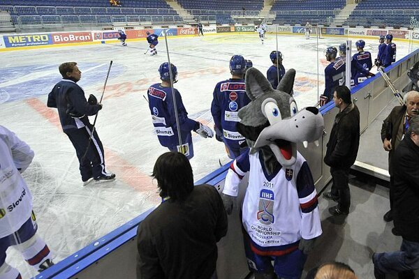 Goooly, the mascot of the championship, will perhaps learn to sing the anthem too.