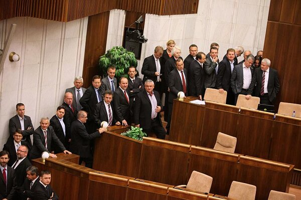 MPs voting on the general prosecutor.