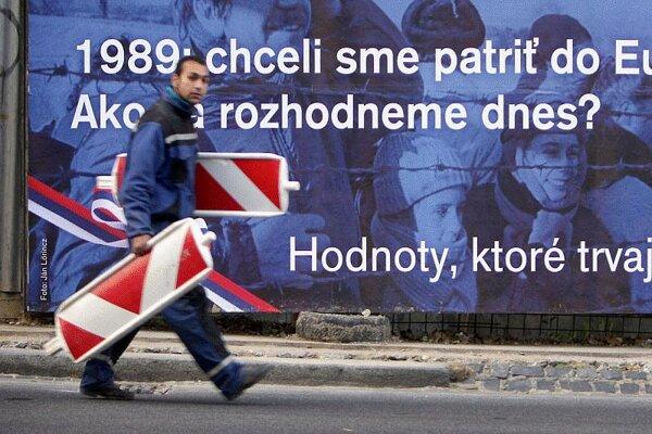 1989 on a billboard.