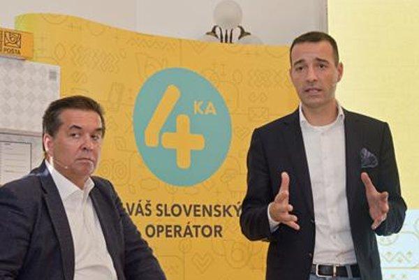 SWAN CEO Miroslav Strečanský (L) and Slovenská pošta CEO Tomáš Drucker present the new mobile operator October 4.