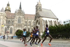 MMM 2015. International Peace Marathon Košice: Kenyan runners, future winner Kosgei is looking back.