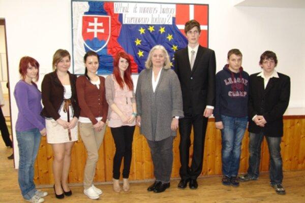 Ambassador Anita Hugau joins students.