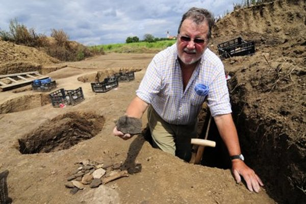 Ulrich Fries offers his help to Slovak archaeology.
