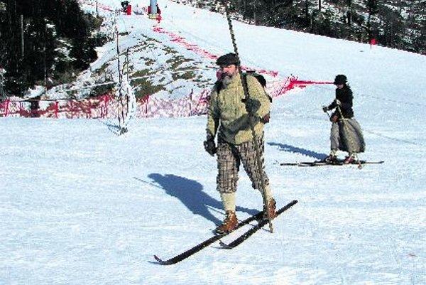 Retro-skiing in period costumes in Tatranská Lomnica.