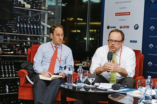 Jan Techau (r) speaking at GLOBSEC 2013.