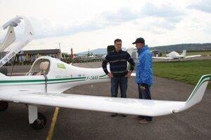 Pilot Lenarčič (L) with constructor of the plane Ján Hrabovský.