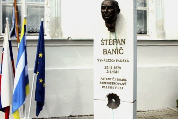 Parachute inventor Banič commemorated in Smolenice