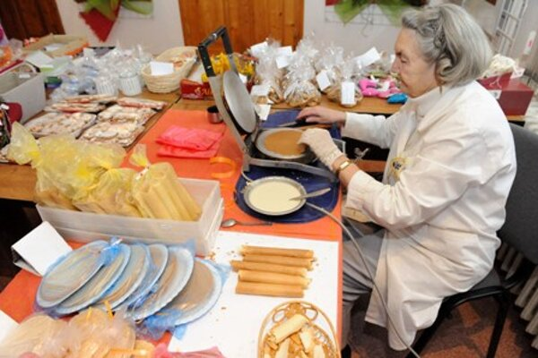 """""""Creative Christmas"""" in Žilina teaches some crafts connected with the festive season."""