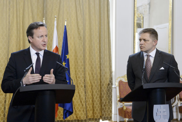 British PM David Cameron (l) and Slovak PM Robert Fico in June 2015