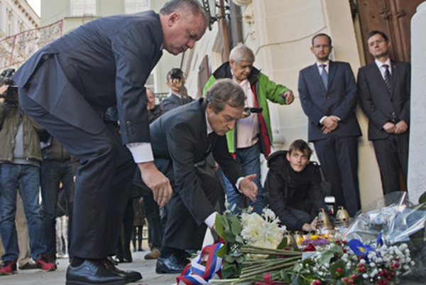 Slovak president Andrej Kiska (L) and French Ambassador to Slovakia Didier Lopinot (2L) commemorate victims of the Paris attacks in Bratislava.