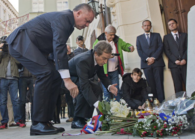 Slovak president Andrej Kiska (L) and French Ambassador to Slovakia Didier Lopinot (2L) commemorate victims of the Paris attacks in Bratislava.