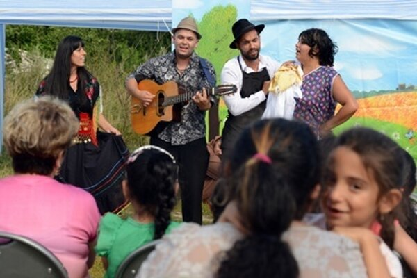 Ara Art group perform Čiriklóro at People of the Roma Kin event August 3.