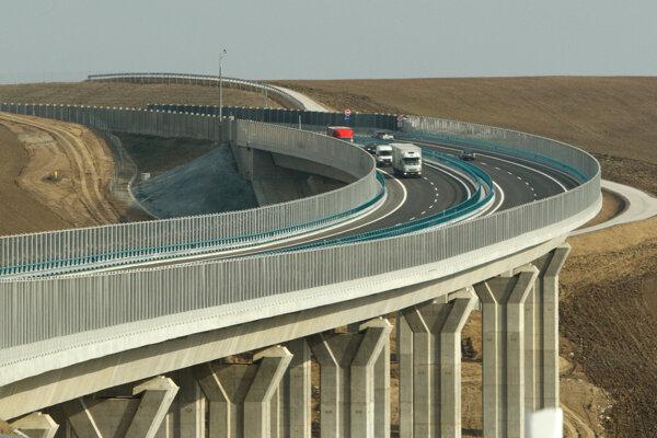R1 expressway.