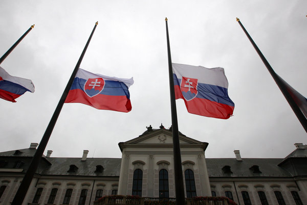 Flags in front of the Presidential Palace in Bratislava fly at half-mast today to pay tribute to the late President Michal Kováč.