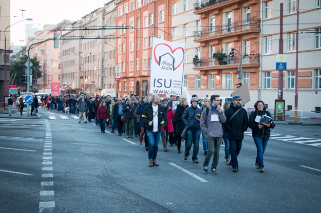 Teachers marched to the Finance Ministry.
