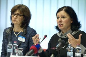 EU Commissioner Věra Jourová (R) and Slovak Justice Minister Lucia Žitňanská