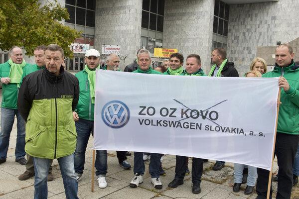 Trade unionists of Volkswagen Slovakia