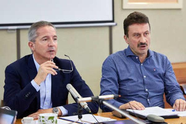 L-R: Head of RTVS Václav MIka and RTVS Council head Igor Gallo.
