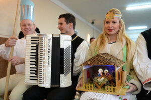 Near Košice, folklore ensembles presented Christmas traditions and rituals from Slovakia, Hungary and Romania.
